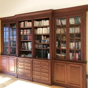 Bibliothèque intégrée en cerisier